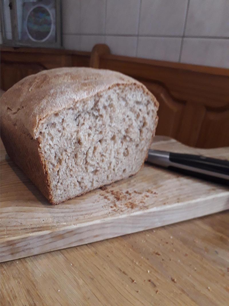 Brood bakken met gietijzeren bakvorm